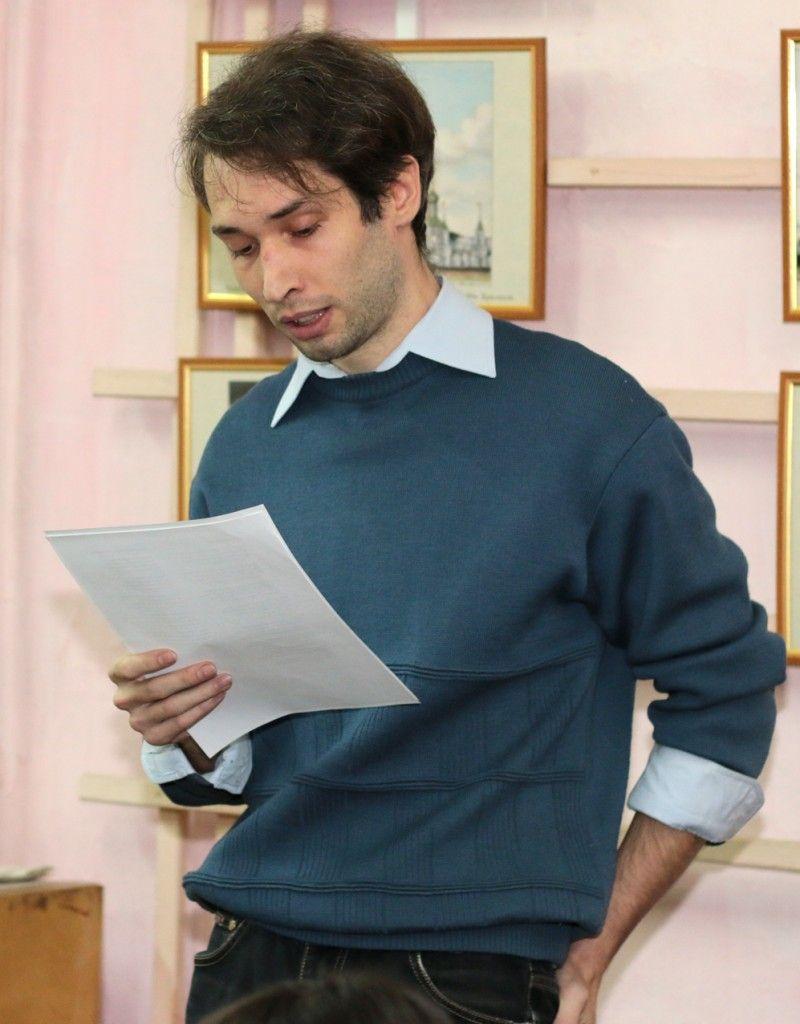 Иван Коновалов читает стихи