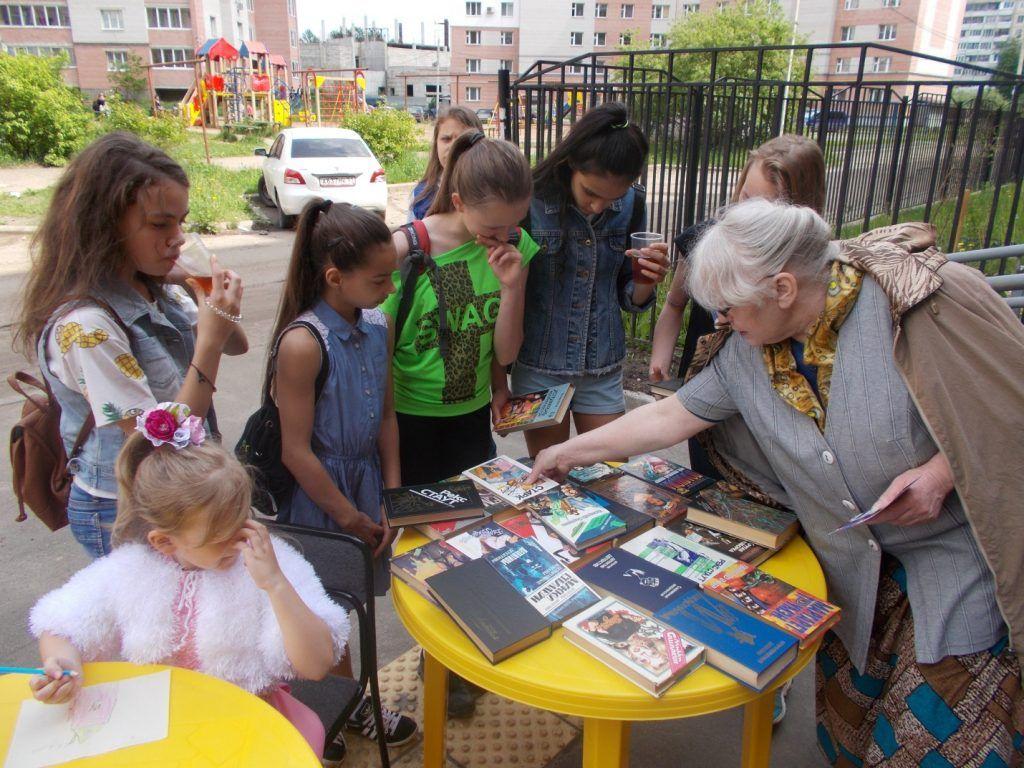 Молодое поколение тоже читает!