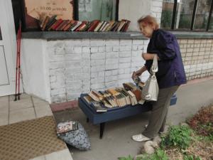 """""""Угощение книгами"""" ко Дню российского кино"""