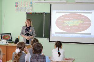 Чеховка читает детям о войне