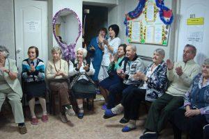 Новогодняя акция: Порадуем одиноких бабушек и дедушек!