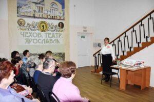Военную поэзию читает Галина Донченко
